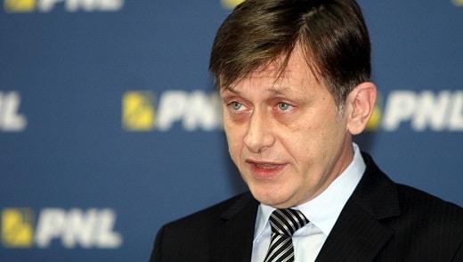 Crin Antonescu si Vasile Blaga s-au intalnit cu presedintele PNL, discutiile vizand candidatura lor la alegerile europarlamentare