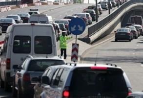 Atentie, soferi! Trafic aglomerat la iesirea de pe autostrada A1 catre DN7, intre Pitesti si Ramnicu Valcea