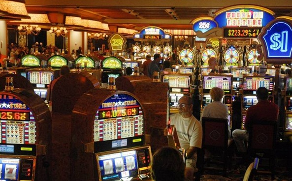 jocurile de noroc te lasa cu buzunarele goale, iar dupa perioada de criza, romanii s-au axat pe pacanele si pe pariurile in cota fixa. Dar haideti sa vedem cati bani pierd romanii la jocurile de noroc.