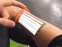 Primul smartphone implantat in piele. Future skin smartphone. VIDEO