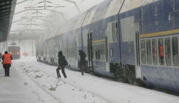 Trenuri anulate luni, 26 februarie 2018, din cauza ninsorilor si viscolului. Comandamente de iarna in Bucuresti, Constanta, Galati, Brasov si Craiova