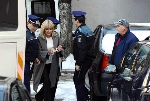Elena Udrea a cedat nervos in arest. Vrea sa varuiasca celula si sa schimbe mobila