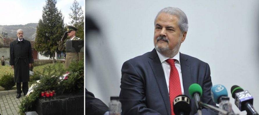 Adrian Nastase, la mormantul lui Nicolae Titulescu: A-l evoca pe Titulescu inseamna sa strabatem lectiile de demnitate nationala