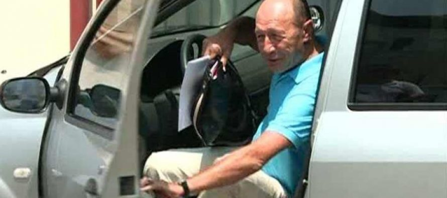Traian Basescu va trebui sa plece din Vila Lac 3, urmand a primi o locuinta provizorie