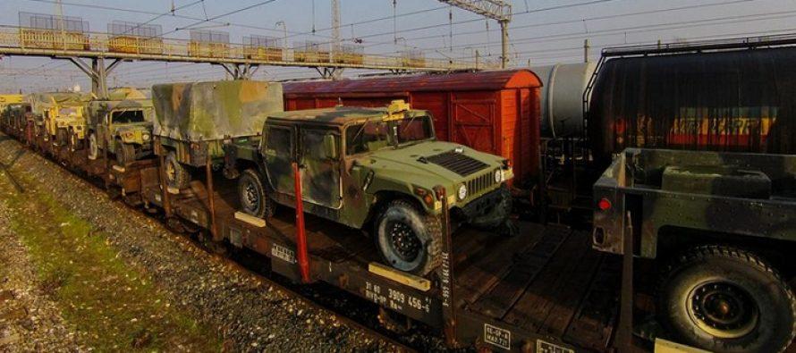 Masini de razboi NATO la Constanta. Blindatele, duse la baza militara Mihail Kogalniceanu