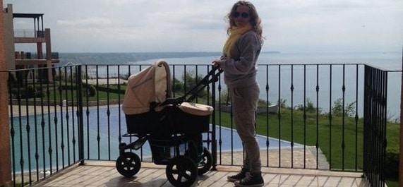 MIRELA BOUREANU VAIDA, alaturi de Maria Carla intr-un cadrul feeric