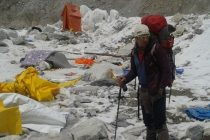 Zsolt Torok, ultimul alpinist roman ramas la baza de pe Everest, a fost evacuat