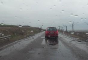 INFOTRAFIC. Circulatie intrerupta pe unele drumuri nationale din cauza inundatiilor