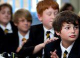 Un sfert dintre copiii din Romania stau cu ochii in tablete si telefoane peste 6 ore intr-o zi cu scoala