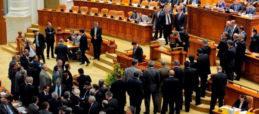 PSD nu mai are majoritate in Camera Deputatilor. Patru deputati au demisionat si s-au inscris in partidul lui Ponta