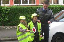 SCOALA ALTFEL: La Dambovita, politistii se implica in actiuni cu copiii