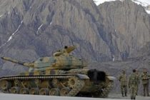 Turcia isi intensifica lupta impotriva SI. Armata a inceput masarea de tancuri si vehicule blindate la granita cu Siria