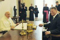 Klaus Iohannis s-a intalnit la Vatican cu Papa Francisc, care va veni in Romania