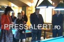 Sorin Frunzaverde, la sfintirea unei sali de biliard. VIDEO VIRAL