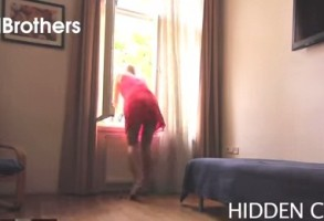 FARSA SOCANTA INTRE IUBITI! A fost la un pas de infarct dupa gestul partenerei sale. VIDEO