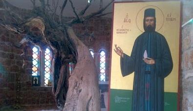 Sfantul Efrem cel Nou - Rugaciunile la Sf. Efrem fac minuni si-i ajuta grabnic pe cei in necaz