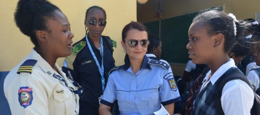 Politista Raluca Domuta a primit premiul pentru cea mai buna politista din lume, pentru misiunile din Haiti