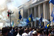 UCRAINA: Explozie la Parlamentul de la Kiev, cel putin 5 politisti au fost raniti