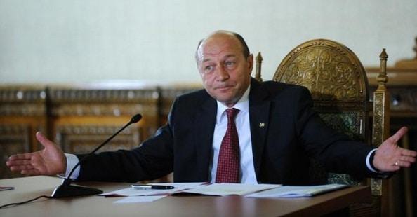 Basescu: Decizia CCR e de rara ticalosie. In locul lui Iohannis, nu as respecta decizia. Presedintele nu trebuia sa lase lucrurile in amortire