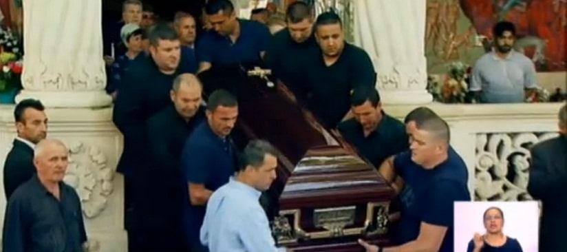 Inmormantarea lui Vadim Tudor, cu peripetii! Sicriul cu trupul lui Vadim nu a incaput in cavou. VIDEO