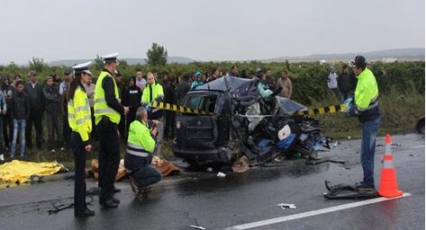 Accident pe E 85, la Slobozia Bradului - Vrancea, dolsat cu 4 morti: Mihaela Stoian, Ionut Tufanoiu, Liliana Laptuc si Danut Rucareanu