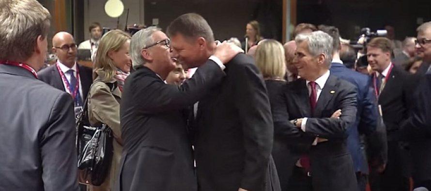 VIDEO. Cum a reactionat Iohannis la imbratisarea lui Juncker la Consiliul European