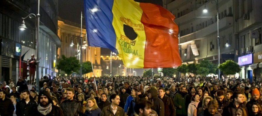PROTEST IN PIATA UNIVERSITATII. Proteste si in orasele din tara. Oamenii vor o alta clasa politica si un guvern tehnocrat – UPDATE