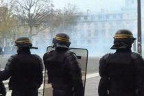 PARIS: Incidente intre manifestanti si politisti, care au replicat cu gaze lacrimogene