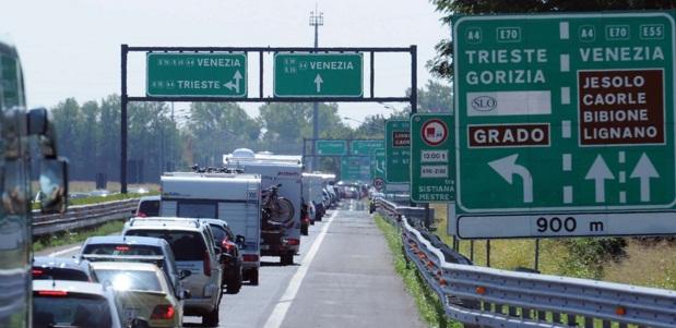 Accident in Italia cu un microbuz cu romani. Accidentul s-a produs pe A4, aproape de Padova, doua persoane grav ranite