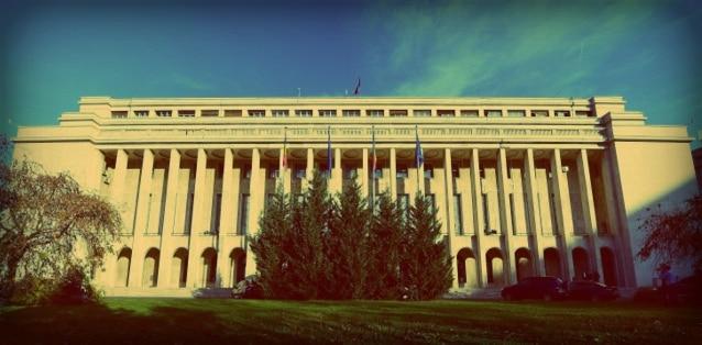 Nu mai sunt bani de pensii si salarii, sustine presedintele Comisiei economice din Senat: Guvernul traieste pe datorie!