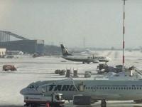 Zboruri anulate pe Aeroportul Otopeni din cauza conditiilor meteo, probleme sunt si la o cursa Blue Air din Amsterdam