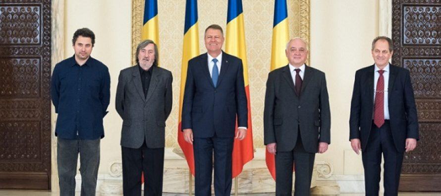 Iohannis i-a decorat pe Radu Jude, Cristian Mendal si Ioan Piso de Ziua Culturii Nationale
