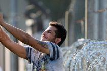Selfie la gardul de sarma ghimpata! Cum ii poate integra Germania pe refugiati fara sa ii izoleze?