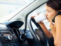 7 din 10 soferi sunt dependenti de telefon la volan. Cei mai multi trimit mesaje si stau pe Facebook