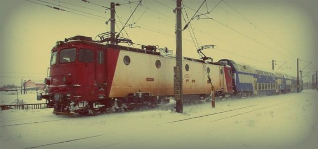 CFR Calatori anunta ca marti vor fi suspendate aproximativ 70 de trenuri din cauza ninsorii viscolite