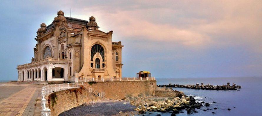 Cazinoul si faleza din Constanta, in pericol sa fie inghitite de mare