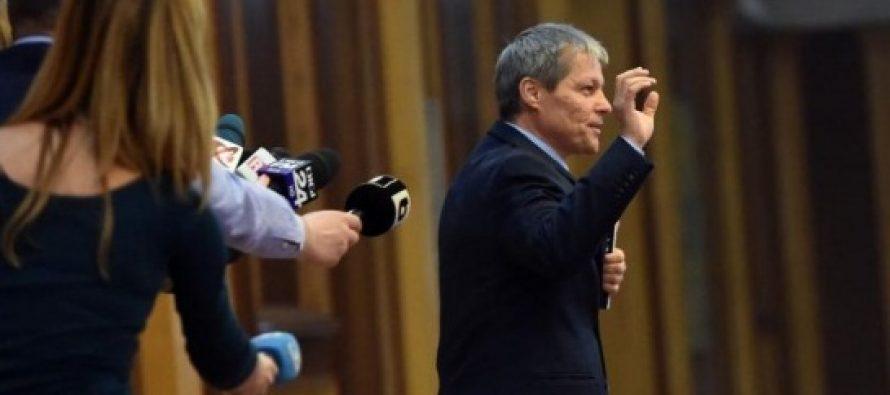 PNL il vrea pe Dacian Ciolos, el spune PAS. Care sunt planurile de viitor ale unui premier neinteresat de politica