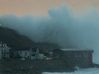 Furtuna Imogen a maturat Marea Britanie, valurile au atins si 19 metri