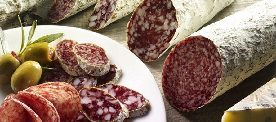 Salamul de Sibiu va putea fi produs de cinci firme romanesti pe baza retetei traditionale