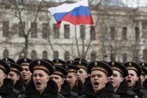 Rusia a sarbatorit anexarea peninsulei Crimeea. Putin nu a fost prezent, dar a aparut pe ecranul din spatele scenei