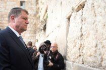 Presedintele Iohannis si prima doamna s-au recules la Zidul Plangerii, locul sfant al israelienilor