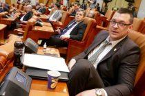 Parlamentarii nu se mai ating nici de banii lor de frica DNA-ului! Ce au facut trei deputati care au gasit o bancnota de 100 lei pe jos