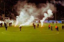 Imagini incredibile din Grecia. PAOK – Olympiakos, derby intrerupt dupa ce fanii au patruns pe teren