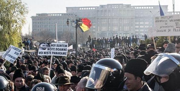 Protest violent al fermierilor la Palatul Parlamentului din Bucuresti