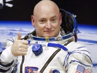 Scott Kelly, astronautul care a stat 1 an in spatiu, continua sa aiba probleme de sanatate