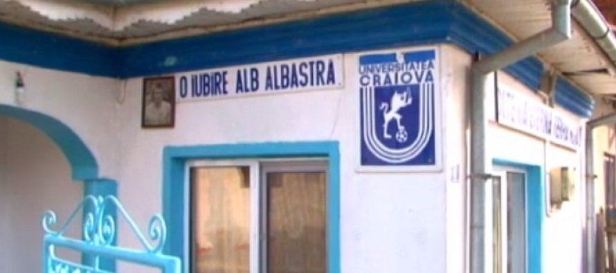 Un fan al echipei Universitatea Craiova si-a vopsit casa in alb si albastru, iar icoana lui e un tablou cu Balaci