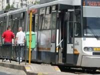 Tramvaiul 25 este blocat temporar pe ambele sensuri, dupa ce un tramvai a luat foc in zona AFI Cotroceni din Bucuresti