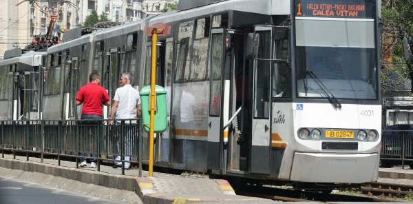 Accident de tramvai in zona Victoriei. Tramvaiul 1 a intrat intr-o masina, traficul este restrictionat