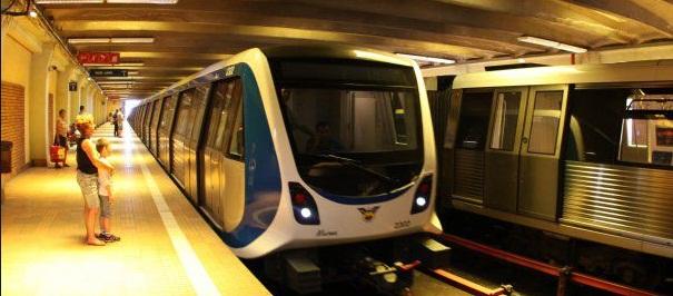 Incendiu la metrou la Piata Romana, doua persoane au ajuns la spital. Metroul spre Universitate a fost evacuat
