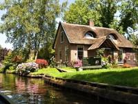 Giethoorn, un sat venetian din Olanda, este exemplul perfect de comuniune om-natura